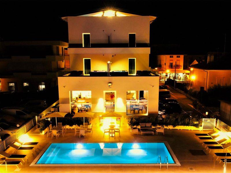 Esterno hotel in notturna 4